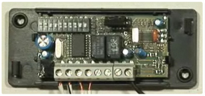 Série de mini-interrupteurs dans la votre récepteur: récupérez le code pour votre télécommande