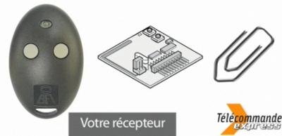 La télécommande BFT MITTO 2M s'enregistre dans le récepteur, en appuyant sur le bouton caché avec un trombone